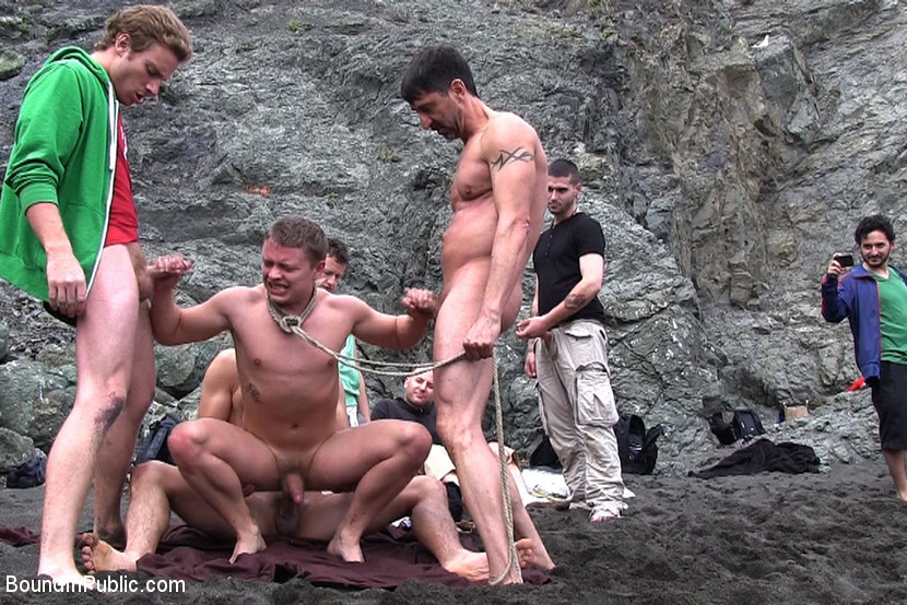 golie-parni-nudisti-na-plyazhe-video