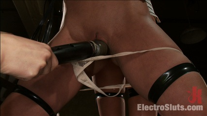 Fears of electrosex. Watch Amber and Kaylee over come their fears of the most simple of Electrosex toys.