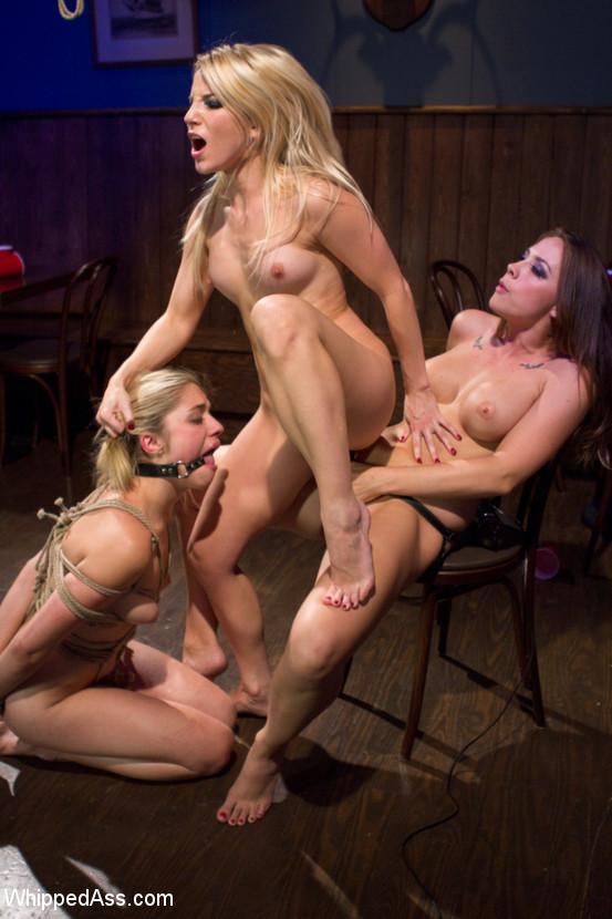 lesbiyskie-zabavi-smotret