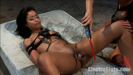The electrosex quiet game. Gia DiMarco tries out a new voice-activated box that shocks the louder Skin Diamond screams, I wonder how elegant Skin is at play Quiet?