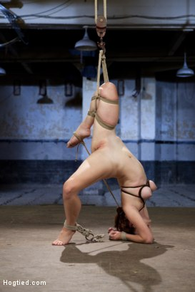 Bondage newcomer and pro ballet dancer Melody Jordan gets challenged with positions of extreme flexibility that spread her to her absolute limits.