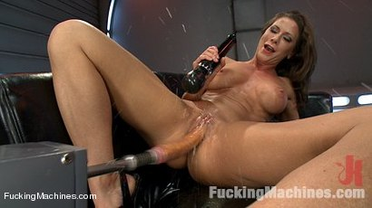 Cock-Bending-Pussy-of-Steel-to-Go-w-Her-Guns-and-Abs-Welcome-Ariel-X