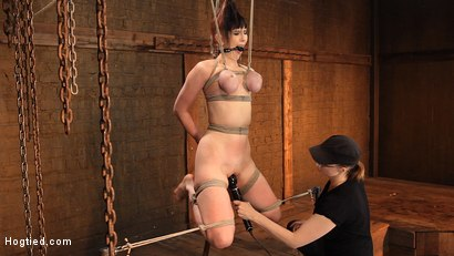 Jade-Aspen-and-Nerine-Get-Introduced-to-HogTied