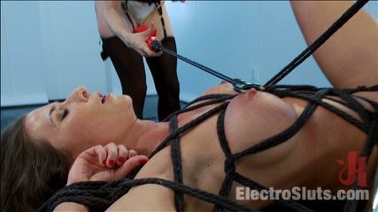 Ariel X Attempts a Fist Size ElectroPlug in her Ass!