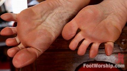 Maitresse Madeline's Foot Worship POV!