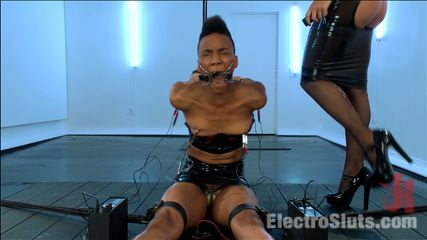Exotic Sex Pot, Nikki, Feels Electrosex for the 1st Time!!