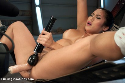 Mia-Li-and-her-Unsinkable-Pussy