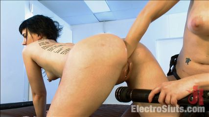 Katherine kane champion booty electroslut live show. This lesbian electro anus sex update includes bum fisting, double penetration electrofucking, taser, zappers, samurai, anal licking and more!