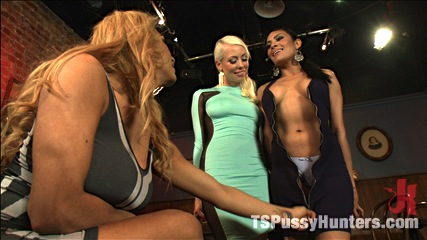 Tspussyhunters threesome jessy dubai lorelei lee  beretta get it on. Threesome free for all fuck with Jessy Dubai and her heavy cock, super sex.