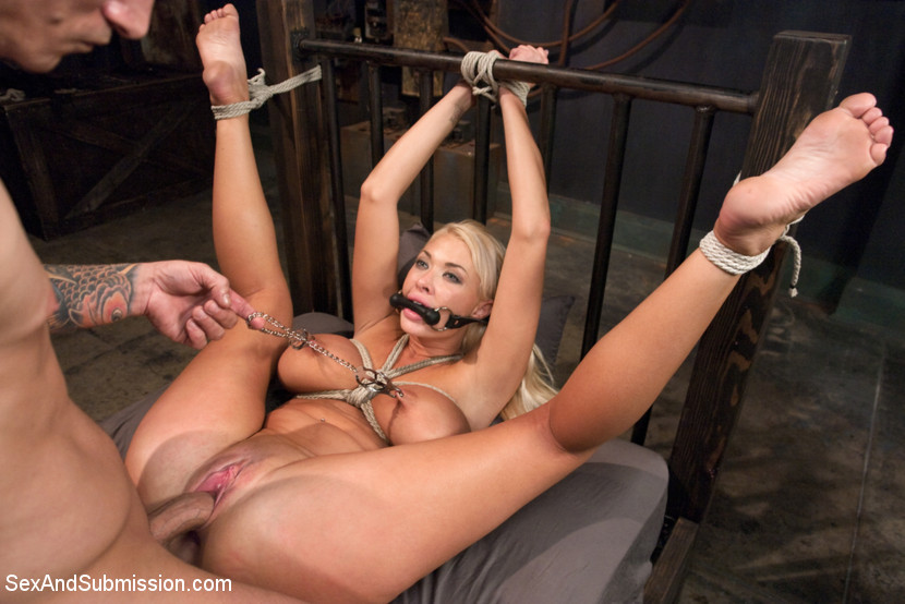 Bondage in naked sexy video woman