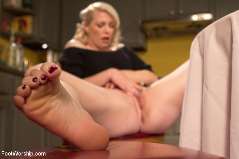 Devastating Blonde Foot Job Fetish Porn