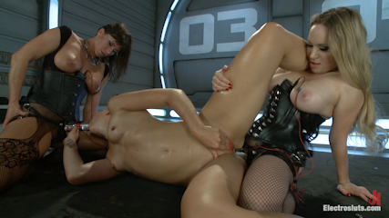 35889 3 Blonde Bombshell Extreme Squirting and Electrosex LIVE!