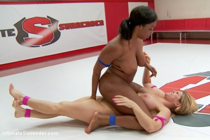 Busty, Curvy wrestlers use the tits and asses to smoother each other. Losere is so pissed for losing so narrowly she barely offers to give it up in ro