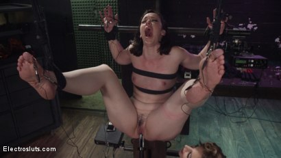 Mona Wales pushes pain slut Pink to her electrical pain and pleasure limits!