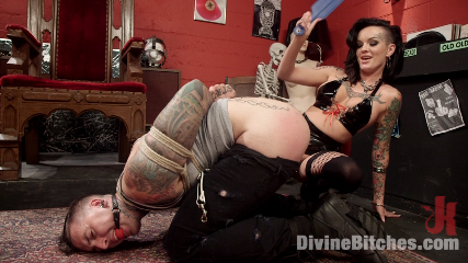 Punk Rock Foot Goddess: Mistress Lola Luscious