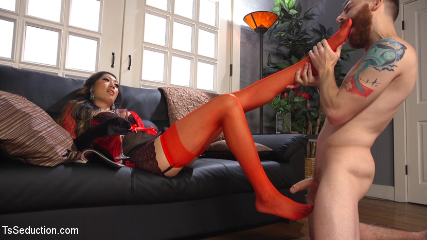 Delivery man worships feet and gets have sex. Venus Lux is a star, and she gets a lot of flowers delivered. When she invites the delivery man in, he gets more than he bargained for. He worships her tiny stockinged feet and offers his anatomy to please this charming woman. He give suck her cock until she is ready to use his arse for her pleasure. Lots of worship and fuck in this hot update.