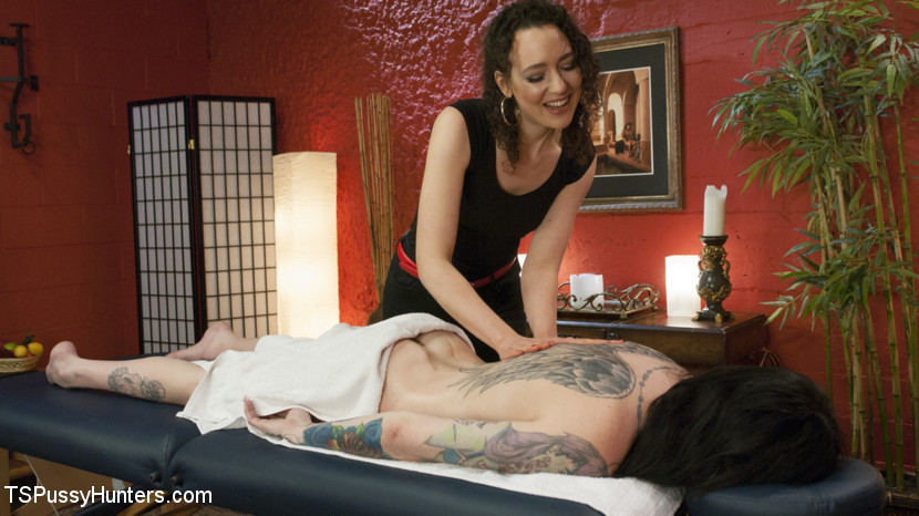 Excited masseuse lilith luxe gives ts chelsea marie a nuru