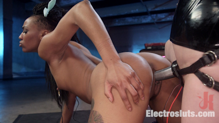 Horny Electrosluts: Hot chicks come hard on electricity!