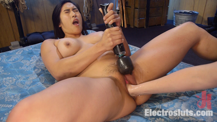 Mona Wales Breaks in Electro-Pet Mia Li