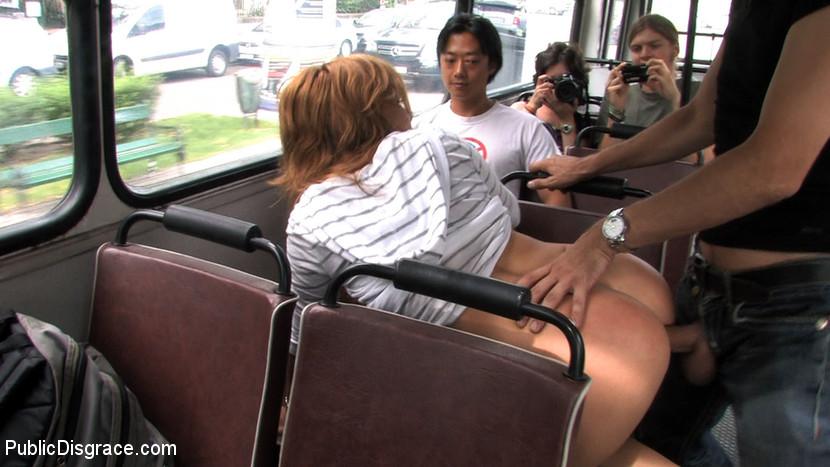 порно оргазм в общественном месте фото