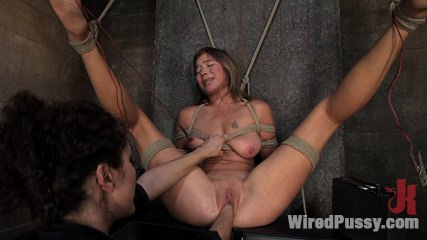 5839 2 Vai comes back to Wiredpussy and SQUIRTS everywhere!!!!