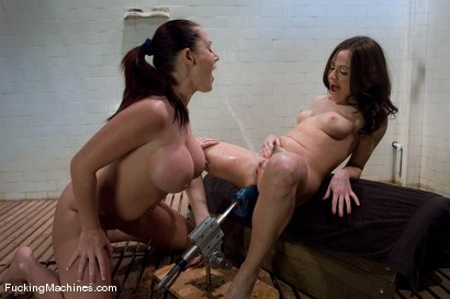 Sindee-Jennings-and-Sophie-Dee-Squirting-and-squirting
