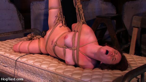Lilla Katt:  She loves some Pain with her Pleasure