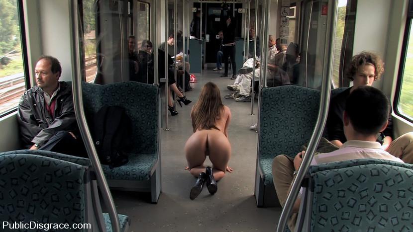 в общественных местах эротика фото