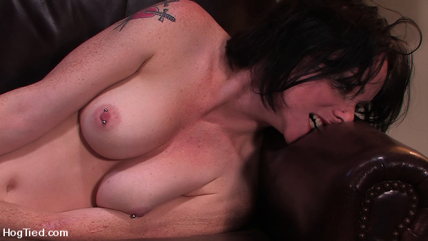 Amateur Casting Couch 16: Scarlett Fox Snatched Up!