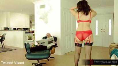 Horny Housewife Valentina Nappi