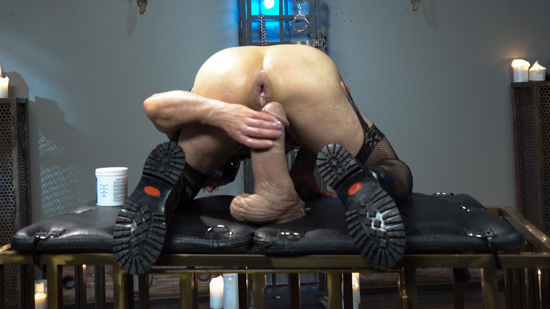 Photo number 15 from Corbin Dallas Is The Sneak shot for Kinky Bites Men on Kink.com. Featuring Corbin Dallas in hardcore BDSM & Fetish porn.