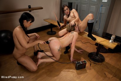 Photo number 4 from Make Her Sweat shot for Wired Pussy on Kink.com. Featuring Amy Brooke, Isis Love and Sinn Sage in hardcore BDSM & Fetish porn.