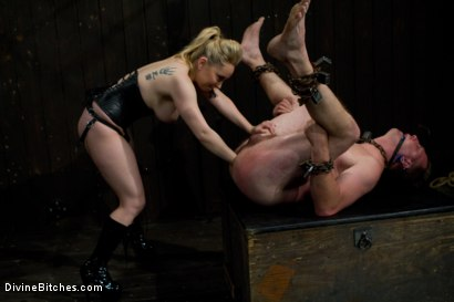 Photo number 4 from New Slave Meat Competition LIVE! shot for Divine Bitches on Kink.com. Featuring Aiden Starr, Skyeboy, Ashley Edmonds, Dean Morrato and Chip Tanner in hardcore BDSM & Fetish porn.