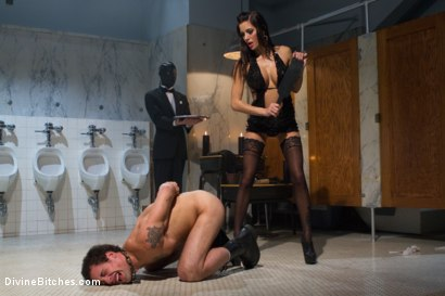 Photo number 4 from Gia Dimarco: The Pussycat Vixen, is inducted into Bitchdom! shot for Divine Bitches on Kink.com. Featuring Gia DiMarco, DJ and Kade in hardcore BDSM & Fetish porn.
