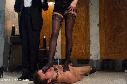Photo number 13 from Gia Dimarco: The Pussycat Vixen, is inducted into Bitchdom! shot for Divine Bitches on Kink.com. Featuring Gia DiMarco, DJ and Kade in hardcore BDSM & Fetish porn.