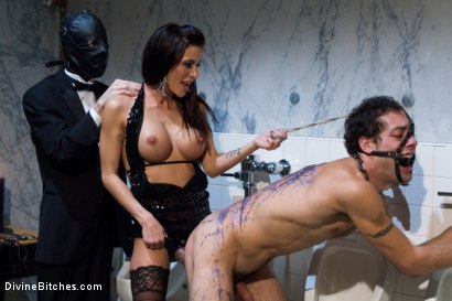 Photo number 9 from Gia Dimarco: The Pussycat Vixen, is inducted into Bitchdom! shot for Divine Bitches on Kink.com. Featuring Gia DiMarco, DJ and Kade in hardcore BDSM & Fetish porn.