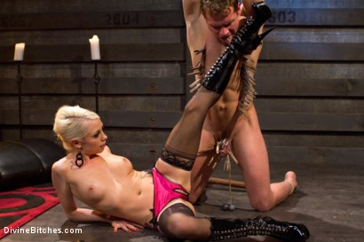 Photo number 3 from The Ultimate Tease, Lorelei Lee shot for Divine Bitches on Kink.com. Featuring Trent Diesel and Lorelei Lee in hardcore BDSM & Fetish porn.