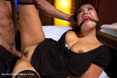 Photo number 7 from Punished Masseuse shot for Sex And Submission on Kink.com. Featuring London Keyes and Karlo Karrera in hardcore BDSM & Fetish porn.