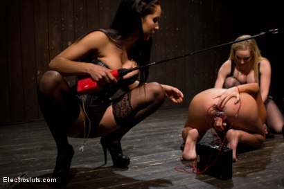 Photo number 10 from Cassandra Nix Gets an Electric Double Penetration shot for Electro Sluts on Kink.com. Featuring Aiden Starr, Bobbi Starr, Isis Love and Cassandra Nix in hardcore BDSM & Fetish porn.