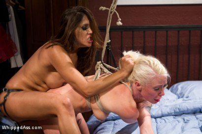 Photo number 9 from Truth Be Told: Lorelei Lee Submits! shot for Whipped Ass on Kink.com. Featuring Francesca Le  and Lorelei Lee in hardcore BDSM & Fetish porn.