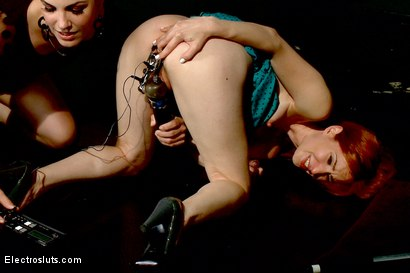 Welcome Calico and Watch her Squirt from an Electro Speculum!