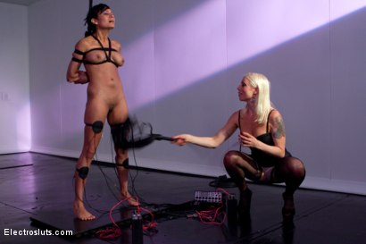 Photo number 5 from Electro Dance shot for Electro Sluts on Kink.com. Featuring Lorelei Lee and Beretta James in hardcore BDSM & Fetish porn.