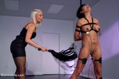 Photo number 3 from Electro Dance shot for Electro Sluts on Kink.com. Featuring Lorelei Lee and Beretta James in hardcore BDSM & Fetish porn.