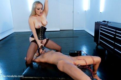 Photo number 11 from Maia's Only Purpose is to Worship shot for Electro Sluts on Kink.com. Featuring Aiden Starr and Maia Davis in hardcore BDSM & Fetish porn.