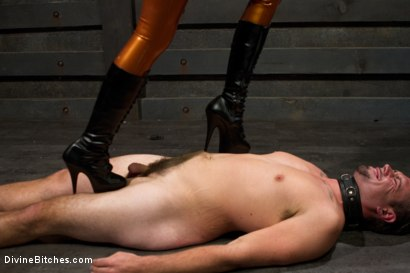 Photo number 3 from Worshipping Beretta James shot for Divine Bitches on Kink.com. Featuring Beretta James and John Jammen in hardcore BDSM & Fetish porn.