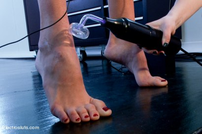 Photo number 11 from Fresh Meat Back for More! shot for Electro Sluts on Kink.com. Featuring Aiden Starr and Hanna Reilly in hardcore BDSM & Fetish porn.