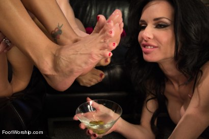 Photo number 13 from 3 Legendary MILF Superstars and the Pizza Boy! shot for Foot Worship on Kink.com. Featuring Francesca Le , Logan Pierce, Veronica Avluv and Tanya Tate in hardcore BDSM & Fetish porn.