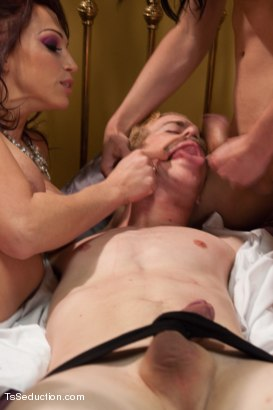 Photo number 4 from Feature Update:The Dom Next Door Turns Sting Operation into Threesome shot for TS Seduction on Kink.com. Featuring Nicki Hunter, Venus Lux and Chad Diamond in hardcore BDSM & Fetish porn.
