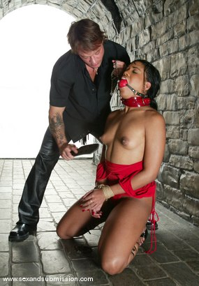Photo number 4 from Kurt Lockwood and Sydnee Capri shot for Sex And Submission on Kink.com. Featuring Kurt Lockwood and Sydnee Capri in hardcore BDSM & Fetish porn.