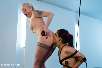 Photo number 7 from Tough Little Juliette shot for Electro Sluts on Kink.com. Featuring Lorelei Lee and Juliette March in hardcore BDSM & Fetish porn.
